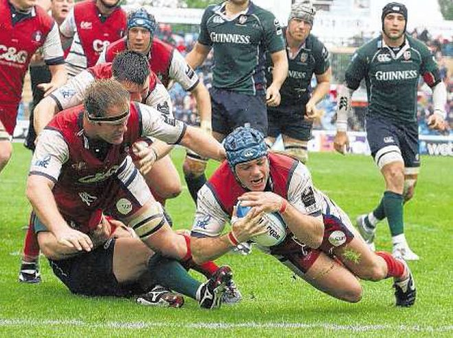 Andy Hazell scores against London Irish in the ECC Final 2006