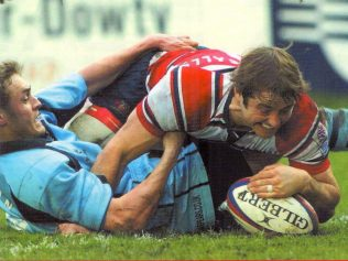 Gomarsall scores in 28-16 win at Kingsholm over his future club Worcester Warriors January 2005