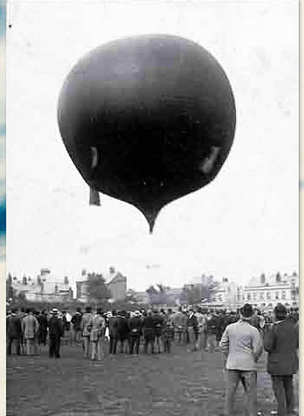 Hot air balloon ascending from Kingsholm, 1895 D10638 | © GRFC CHP