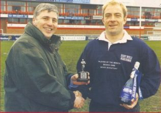 Stuart Barnes presents Mark Mapletoft with the Allied Dunbar Rugby World Player of the Month award March 1998
