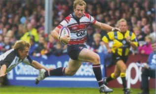 Sinbad evades the grasp of Jonny Wilkinson to score against the Falcons at Kingsholm 2004