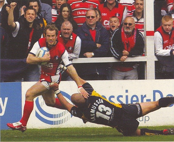 Sinbad on his way to scoring in the European Challenge Cup semi-final 2006